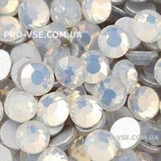 Стразы SS16 Опал белый 100 шт фото ногти, маникюр | PRO-VSE